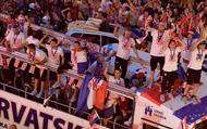 Toàn cảnh: Croatia một đêm mất ngủ đón các anh hùng về nước