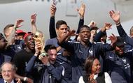 """""""Gà trống"""" Pháp ưỡn ngực đầy tự hào trên đường phố Paris"""