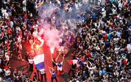 """""""Gà trống"""" gáy vang, Pháp bạo loạn, hai người thiệt mạng"""