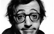 Đọc tác phẩm của đạo diễn nổi tiếng Woody Allen