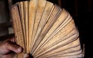 Độc đáo những cuốn sách cổ bằng lá cây của người Thái