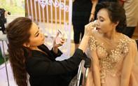 Hồ Ngọc Hà tự tay trang điểm cho các cô dâu khuyết tật trong ngày cưới