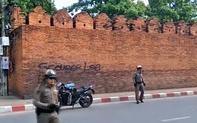 Du khách nước ngoài sẽ đối diện án phạt 10 năm tù và gần 700 triệu tiền phạt vì vẽ bậy lên tường cổ ?