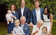 """Bất ngờ hình ảnh """"siêu đáng yêu"""" của gia đình hoàng gia Anh"""