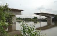 TP HCM: Cây cầu hơn 300 tỷ xây dở suốt 5 năm