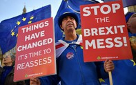 """Bản tin audio Thế giới tuần qua số 37: Sóng gió Brexit """"tái khởi"""" bất chấp cả Anh, EU đều xuống thang?"""