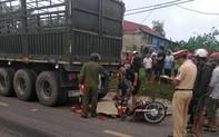 Hai người thương vong sau cú đâm đuôi xe container