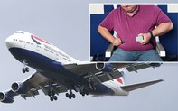 """""""Thương tổn"""" vì ngồi cạnh người khổng lồ, hành khách đòi bồi thường 300 triệu"""
