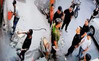 """Gia đình bị nhóm người xăm trổ dùng máy cưa, dầu nhớt """"khủng bố"""" nhiều lần ở Sài Gòn"""
