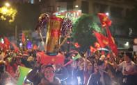 Cập nhật: Cả nước vỡ òa trong niềm vui chiến thắng của đội tuyển Việt Nam