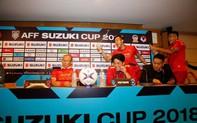 Các cầu thủ đội tuyển Việt Nam quậy tung họp báo sau trận đấu