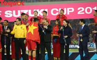 Hình ảnh khoảnh khắc nâng cúp vô địch sau 10 năm chờ đợi của Đội tuyển bóng đá Việt Nam