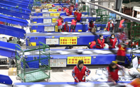 """Gạt ngang căng thẳng Hongkong, Trung Quốc """"âm thầm"""" y hẹn kinh tế với Mỹ"""