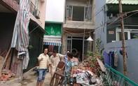 Tháo dỡ nhà 2 tầng, nam công nhân bị nhiều thanh sắt đâm xuyên người