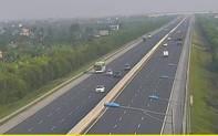 Tài xế  may mắn thoát nạn trong ngang tấc vì dừng xe trên cao tốc Hà Nội – Hải Phòng