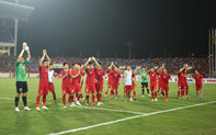 Đội tuyển Việt Nam ăn mừng kiểu 'Viking', fan hát Như có Bác Hồ trong ngày vui đại thắng