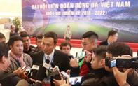 Phó Chủ tịch phụ trách chuyên môn VFF Trần Quốc Tuấn trả lời phỏng vấn bên lề đại hội sau khi tái đắc cử