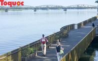 Cận cảnh cầu gỗ lim tiền tỷ trên sông Hương vừa đưa vào sử dụng