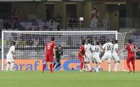 """Quang Hải tái hiện """"siêu phẩm cầu vồng"""", Việt Nam rộng cửa bước qua vòng bảng Asian Cup 2019"""
