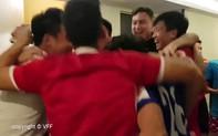 """Clip: Đội tuyển Việt Nam ôm nhau ăn mừng khi """"lọt cửa hẹp"""" vào vòng 1/8 ASIAN Cup 2019"""