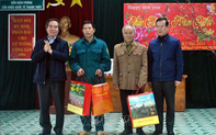 Trưởng Ban Kinh tế Trung ương thăm, tặng quà gia đình chính sách tại Hà Giang