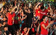 Hình Ảnh cả nước đổ ra đường ăn mừng sau chiến quả cảm của ĐT Việt Nam bước vào tứ kết Asian Cup 2019.