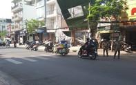 Trụ điện cứu mạng nhiều người khi biển quảng cáo đổ ở Sài Gòn
