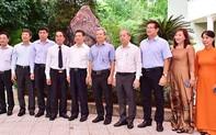 Bảo tàng Hồ Chí Minh Thừa Thiên-Huế tiếp nhận khối đá Saphia nặng 14 tấn