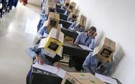 Sinh viên Ấn Độ phải đội hộp carton làm bài kiểm tra để chống gian lận thi cử