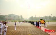 Đại biểu Quốc hội viếng Chủ tịch Hồ Chí Minh ngày khai mạc kỳ họp thứ 8