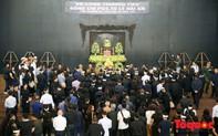 Dòng người nghẹn ngào tiễn biệt Thứ trưởng Bộ GD&ĐT Lê Hải An
