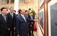 Thủ tướng Nguyễn Xuân Phúc dự Khai mạc Triển lãm ảnh Khoảnh khắc thiên nhiên