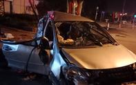 Clip: Phút kinh hoàng xe khách đâm taxi khiến 3 người tử vong, tài xế nguy kịch