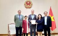 Trao Giấy Chứng nhận đăng ký thành lập và hoạt động cho Viện Goethe tại Việt Nam