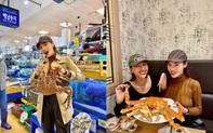 Kỳ Duyên đến chợ hải sản lớn nhất Seoul ăn cua hoàng đế