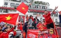 """CĐV Việt Nam """"náo loạn"""" đường phố Hà Nội trước trận đấu với Thái Lan"""