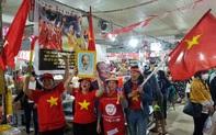 Tiểu thương chợ ở Đà Nẵng reo hò cổ vũ cho U22 Việt Nam