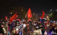 Hàng ngàn người dân và du khách ở Đà Nẵng xuống đường ăn mừng huy chương vàng SEA Games 30 của U22 Việt Nam