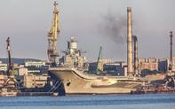 """""""Hãi hùng"""" cảnh tàu sân bay duy nhất của Nga bị ngập trong khói đen"""