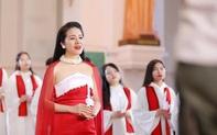 Phạm Thuỳ Dung chào Giáng sinh bằng CD Moon và MV Ave Maria