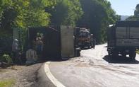 Xe tải lật nghiêng khi lên đèo Bảo Lộc, công an huyện và công an tỉnh đùn đẩy trách nhiệm xử lý hiện trường