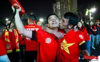 Trời rét 12 độ: CĐV Hà Nội vẫn bùng nổ cảm xúc khi tuyển Việt Nam liên tiếp ghi bàn