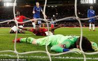 """Thảm bại trước Man United, HLV Chelsea """"một mình đối đầu"""" cổ động viên, úp mở về quan hệ với học trò"""