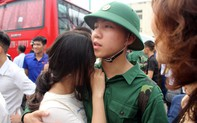 Nghệ An: Bịn rịn chia tay tại lễ tòng quân tiễn hơn 3.000 thanh niên đi nhập ngũ