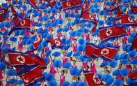 """""""Choáng ngợp"""" đại lễ hội Chủ tịch Kim Jong-un lựa chọn để phô diễn hình ảnh mới của Triều Tiên"""