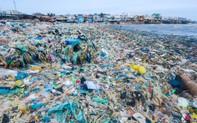 Những bức ảnh gây ám ảnh về rác thải nhựa tại bờ biển Việt Nam