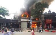 Hà Tĩnh: Cháy lớn xưởng ô tô gần khu vực chợ trung tâm