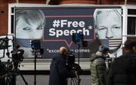 Clip: Nhà sáng lập WikiLeaks Julian Assange bị đưa khỏi Đại sứ quán Ecuador