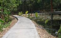 """Tháo dỡ khu nghỉ dưỡng """"mọc"""" trái phép giữa rừng phòng hộ: Cân nhắc tuyến đường bê tông và một số chòi tranh tre"""