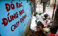 Đống Đa (Hà Nội): Người dân bức xúc vì nạn đổ rác trộm, chất thành đống ngay cạnh biển cấm